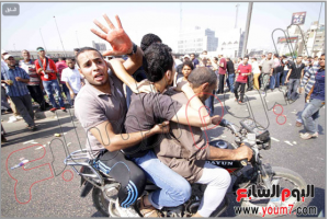 A Brotherhood supporter raising his hand so proud of having blood on his hand on the people he killed today