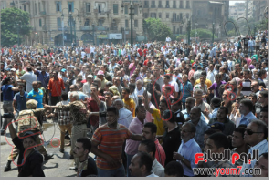 Large Egyptian Crowds angry from brotherhood helding women and children inside Alfath Mosque 17 august 2013