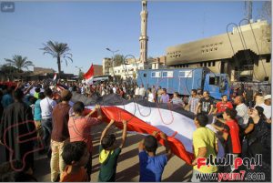 Egyptians in Kirdassa are raising the Egyptian flag in Kirdassa