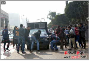 Brotherhood students of Ain Shams University burned a police car